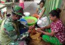 Sangat Akrab, Satgas TMMD Kodim 1709/Yawa Bantu Warga Kupas Singkong