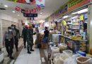 Serda Heriyanto dan Pasukan BKO Paskhas Yon 461 Lakukan Pengawasan Prokes Pasar Senen