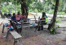 Wujudkan Kepedulin Babinsa Koramil 1708-06 SU Komsos Bersama Warga di Desa Binaan