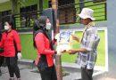 Wujudkan Rasa Peduli dan Empati Persit KCK Ranting 3  Grup 1 PCBS Kopassus Bagikan Sembako pada Warga