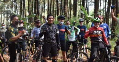 Bersama Pangdam, Danrem 081/DSJ Gowes di Pasuruan, Jawa Timur