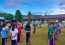 Sambut Hari Sumpah Pemuda, Babinsa Yapsel Latih PBB Pelajar SMPN 2 Serui