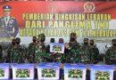 Danrem Merauke Serahkan Bingkisan Panglima TNI Kepada Prajurit Kolakops Korem 174 Merauke
