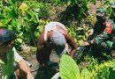 Babinsa Warbah Bantu Warga Perbaiki Pipa Saluran Air