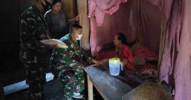 Keluarga Besar Yonif 511/DY Bagikan Zakat Fitrah Kepada Fakir Miskin, Anak Yatim Sekitar Asrama Dan Daerah Latihan Di Blitar Selatan