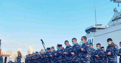 Personel KRI Sultan Iskandar Muda-367 Rayakan Idul Fitri di Dermaga Beirut Lebanon