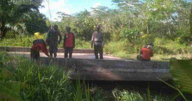 Antisipasi  Kebakaran Hutan dan Lahan, Tim Terpadu TNI polri Cek Kondisi Air di Desa Sungai Baru