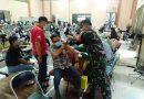 Babinsa Koramil 02 Sawah Besar Bantun Petugas Medis Vaksinasi Warga Binaan