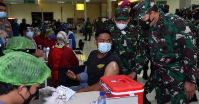TNI AL Bersama Unsur TNI-POLRI Serta PT Pelindo II Melaksanakan Vaksinasi Massal di Pelabuhan Tanjung Priok