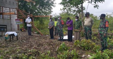 Kearifan Lokal Tradisi Lokal Adat Biak Dalam Pemasangan Atap Rumah TMMD ke 111