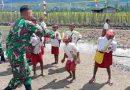 Danramil 1703-01/Enarotali Mengadakan Lomba HUT RI ke 76 di Halaman Sekolah Distrik Bibida