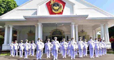 Korps Marinir Gelar Upacara HUT ke 76 TNI AL
