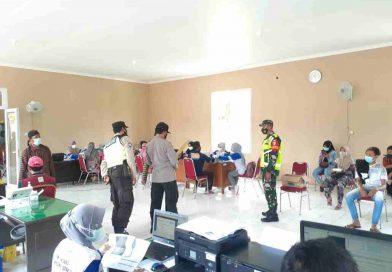 Koramil 0806/13 Dongko Amankan Pelaksanaan Serbuan Vaksin Untuk Warga Dongko