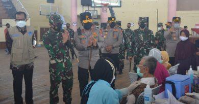 Danrem 081/DSJ Dampingi Pangdam dan Kapolda Tinjau Vaksinasi Massal di Magetan