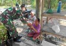 Cegah Penyebaran Covid-19, Babinsa Koramil 0803-02/Madiun Bagikan Masker