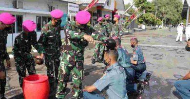 Kenaikan Pangkat dan Upacara Tradisi Pelepasan Purna Bhakti Prajurit Batalyon Kapa 2 Marinir