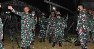 Asisten Dankormar Tinjau Sasaran Senjata Artileri Korps Marinir